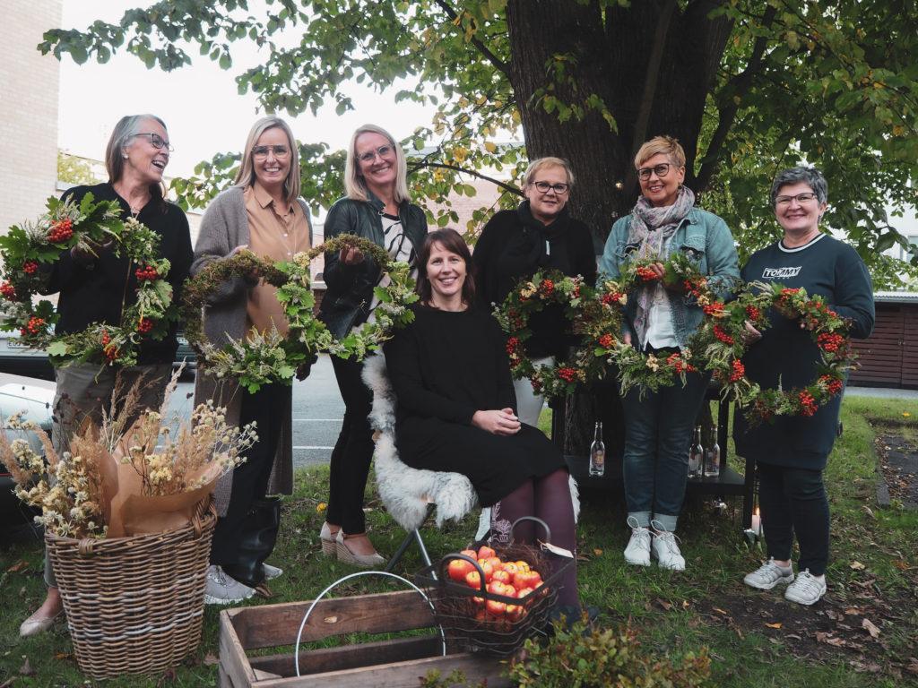 Järjestestämme säännöllisesti kukkasidonnan workshoppeja pienryhmille Porissa